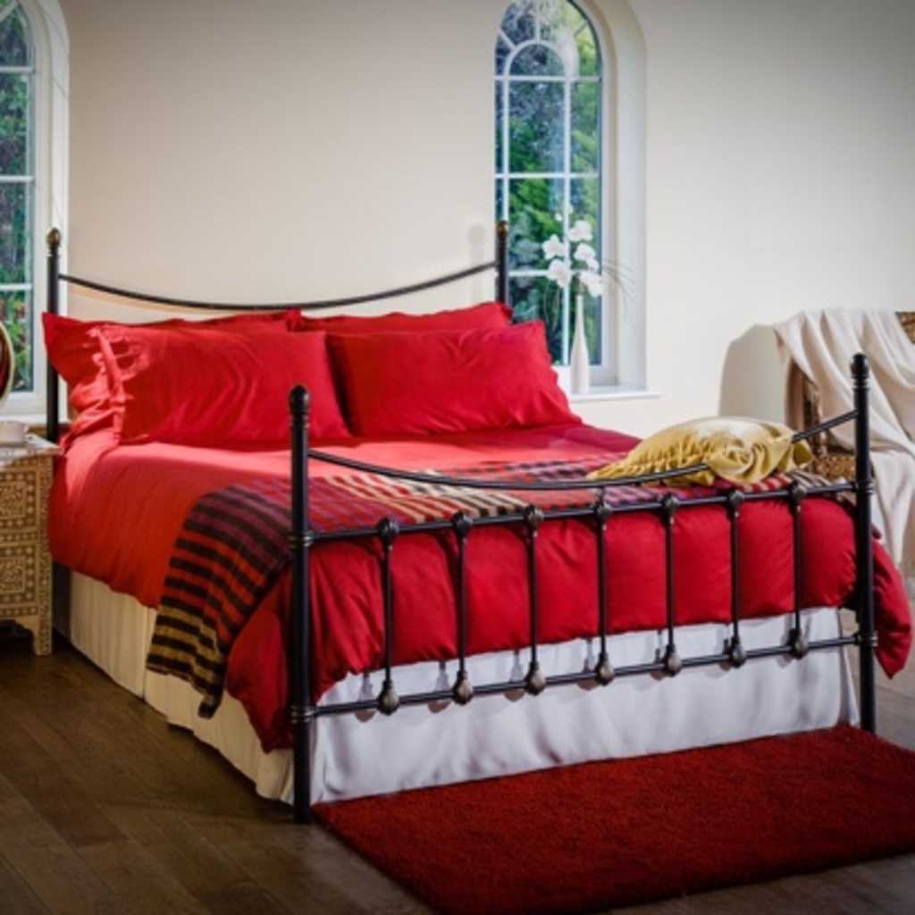 Allergy Friendly Bamboo Bed Linen in Cranberry Red